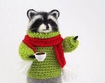 raccon-with-coffe
